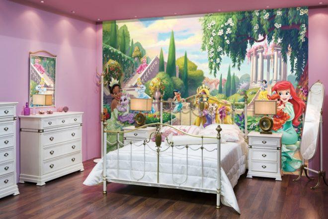 Обои в детской комнате с изображением принцесс Диснея