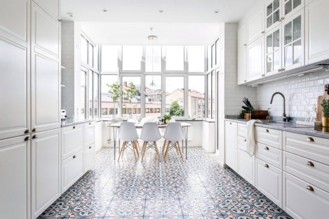 Дизайн белой кухни в скандинавском стиле