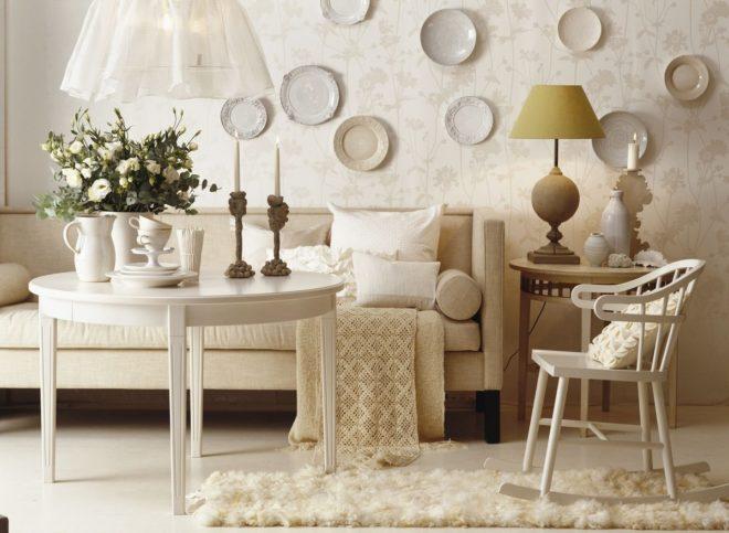 декор стены своими руками из тарелок