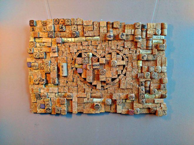 декор стены своими руками из пробок