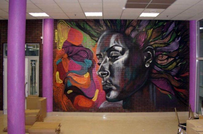 Граффити на стене комнаты