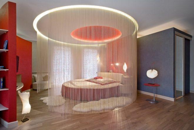 Кисейные шторы вокруг кровати
