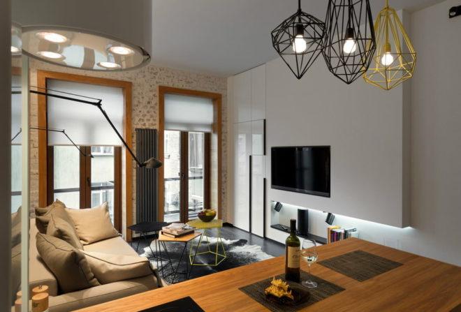 Квартира-студия с оригинальными лампами