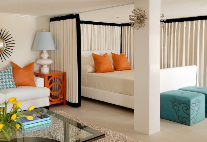Зонирование спальни и гостиной с помощью шторы