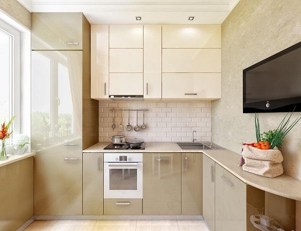 Угловая кухня с мойкой в углу в бежевых цветах