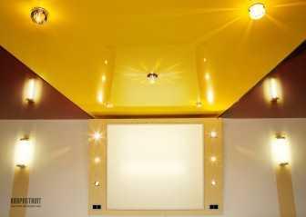 Прием комбинирования потолков в интерьере