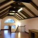 Оформление потолка в мансарде