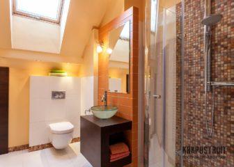 Как выглядит в деревянном доме ванная комната
