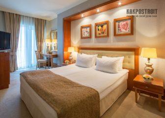 Красивые шторы в спальню: фото современных интерьеров