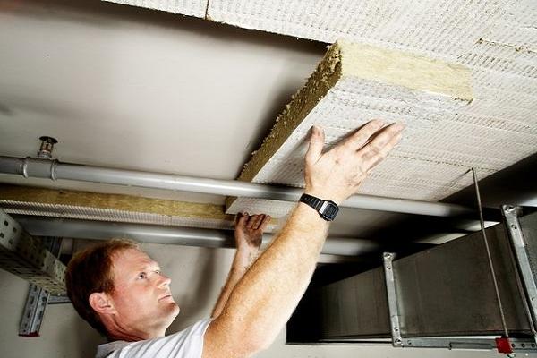 Укладка утеплителя на потолок