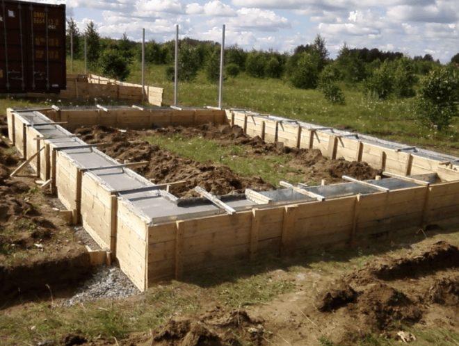 Залитый бетон в опалубке