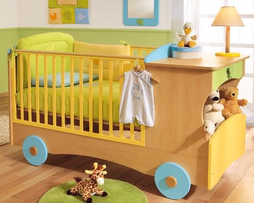 Кроватка в виде машинки