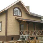 Так можно покрасит фасадную часть загородного дома