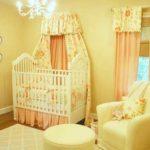 Светло-жёлтый цвет в комнате новорождённого