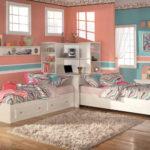 Разноцветная комната