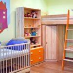 Комната для двух девочек с разными кроватями