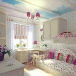 Комната с цветочным принтом