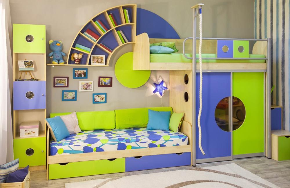 дизайн детской комнаты для двух мальчиков разного возраста