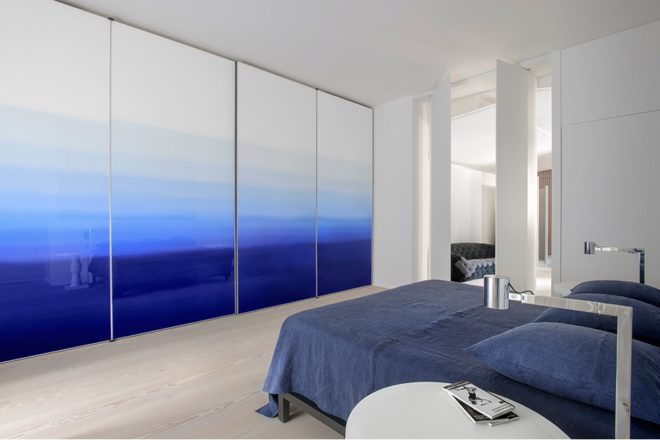 Морской стиль в интерьере квартиры с высоким потолком