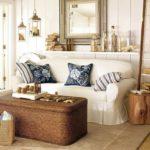 Морской стиль в коричневом интерьере