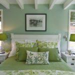 Элегантная спальня в холодном зеленом