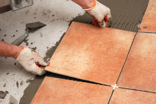 Укладка керамической плитки на пол в гараже