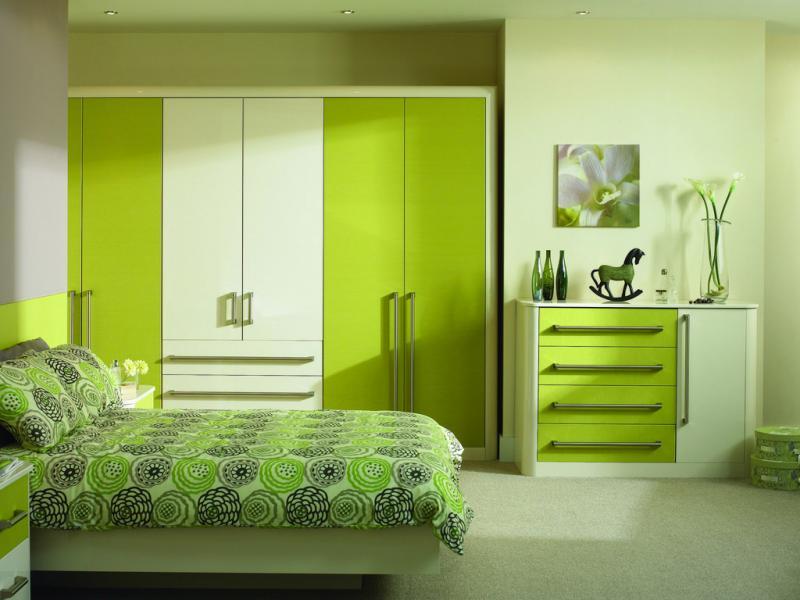 Спальня в зеленых тонах