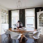 Стильные кухни с классической отделкой и современной мебелью