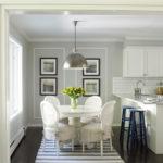 Классический современный интерьер кухни-столовой