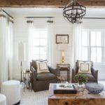Гостиная в стиле современная классика с высокими потолками