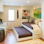 Спальня с выкатной кроватью