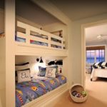 Спальня с двухъярусной детской кроватью