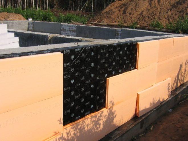 Фундамент, утепляемый во время строительства дома