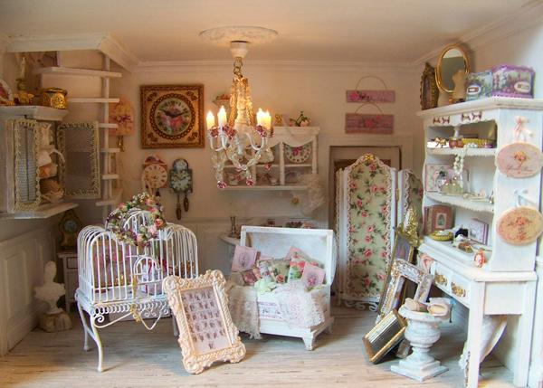 Комната в стиле шебби с цветочным принтом