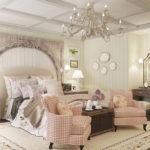 Мягкая мебель и текстиль в спальне шебби