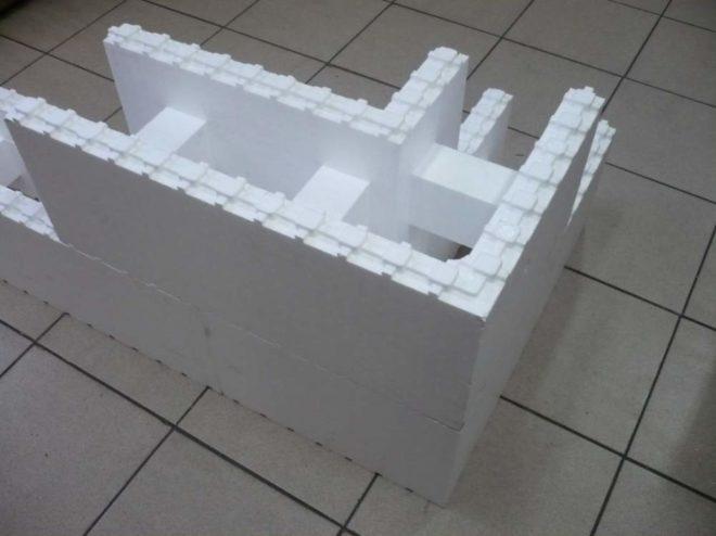 Угловой пенополистирольный блок