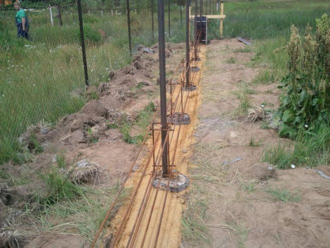 Столбовой фундамент под забор
