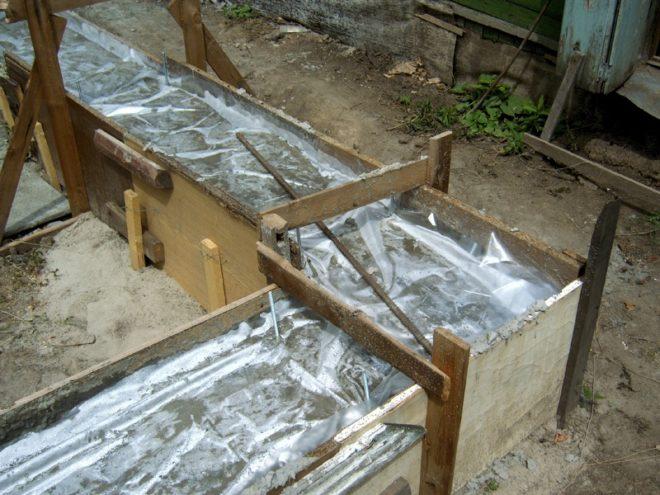 Укрытие бетона плёнкой