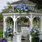Беседка, украшенная цветами