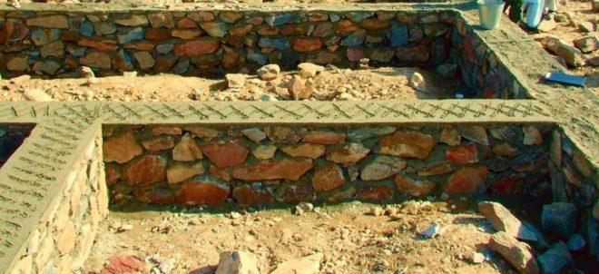 Цоколь из бутовых камней