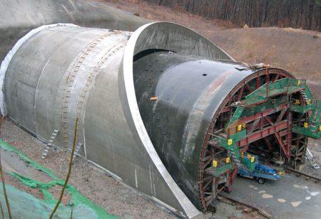 Бетонирование тоннеля с применением скользящей опалубки