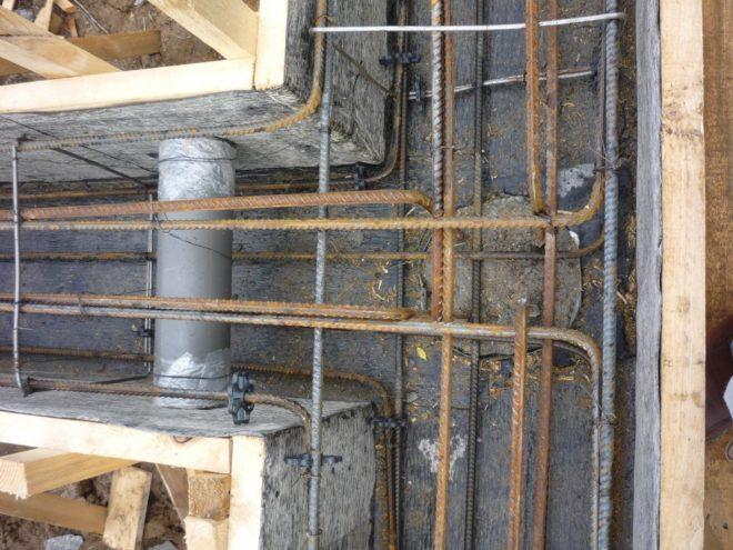 Закладка вентиляционный трубы в фундамент
