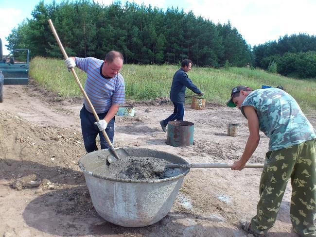 Подготовка цементного раствора для заливки бочек