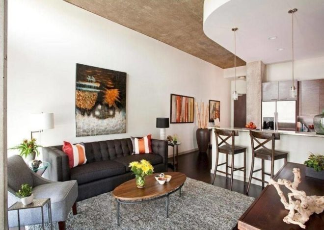 Квартира-студия небольших размеров с двухуровневым потолком