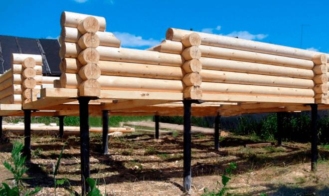 Свайно-винтовой фундамент с ростверком из дерева