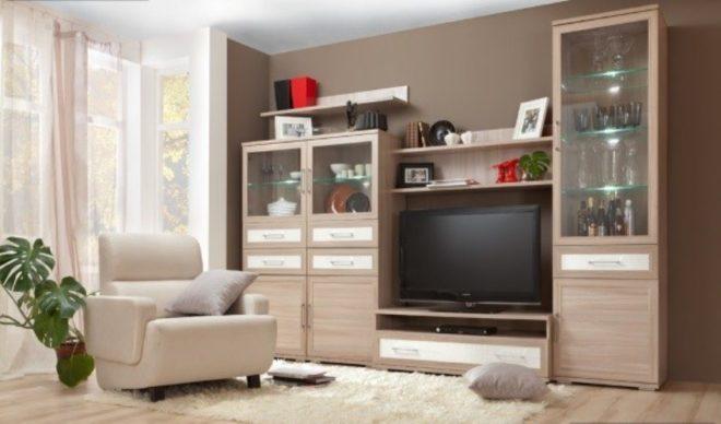 Светлая мебель в современной гостиной