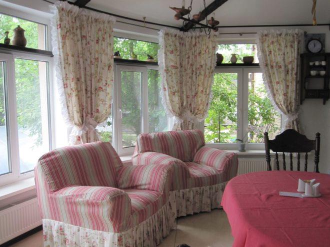 Текстильные элементы в прованс-гостиной