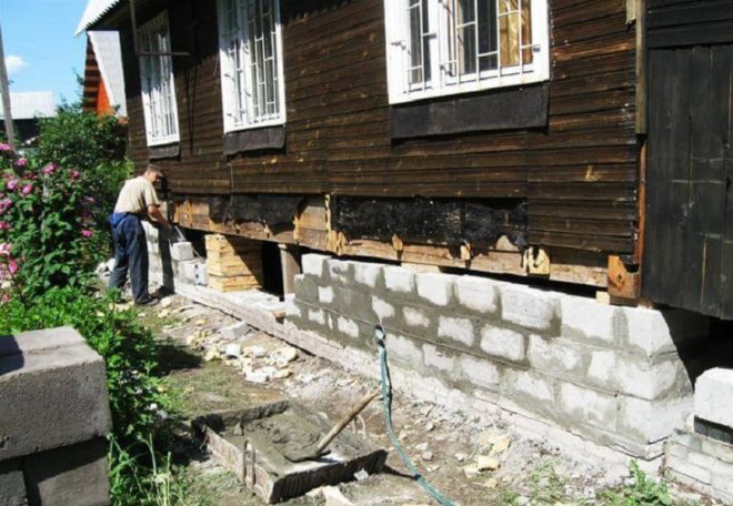 Замена цоколя деревянного дома