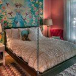 Спальня с подвесной кроватью