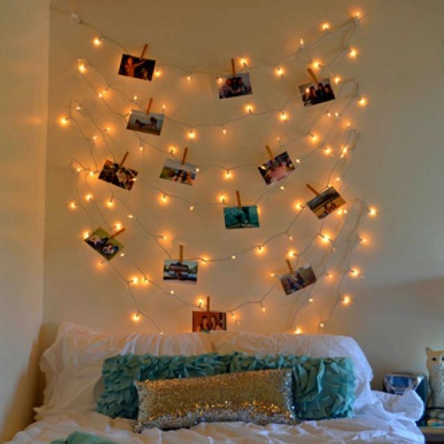 Декор комнаты с помощью ёлочной гирлянды и фотографий